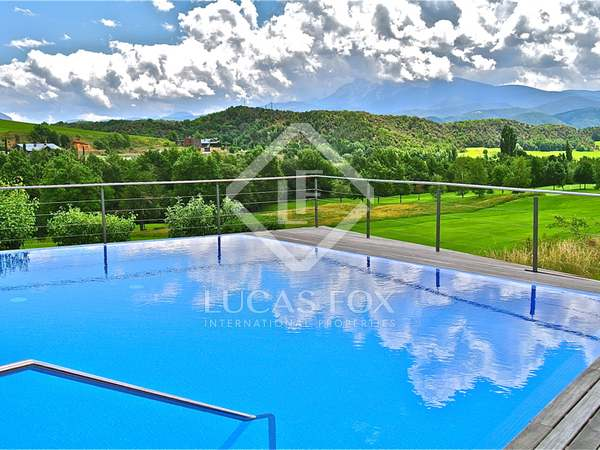 Fabulous chalet for sale in Aravell Golf, 15 km from Andorra
