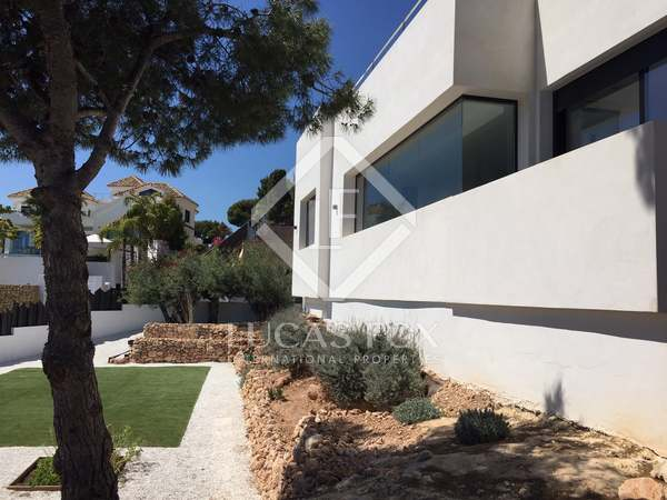 390m² House / Villa for sale in East Málaga, Málaga