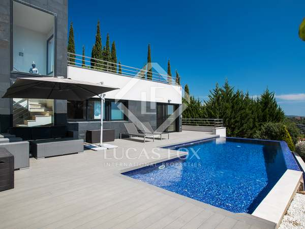 417m² House / Villa for sale in Sant Vicenç de Montalt
