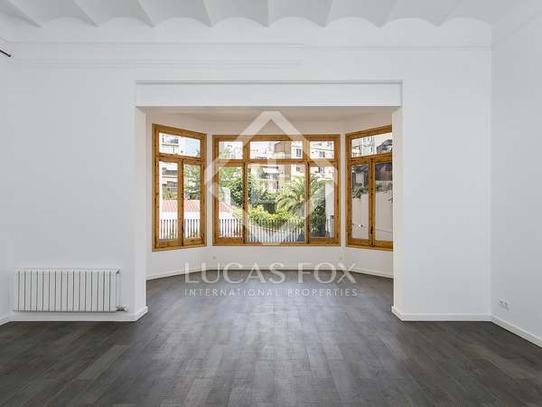185m² apartment with 72m² terrace for rent in Eixample Left