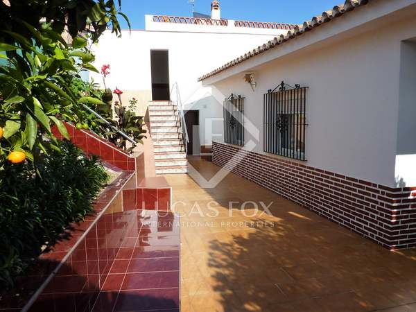 238m² House / Villa with 336m² garden for sale in East Málaga