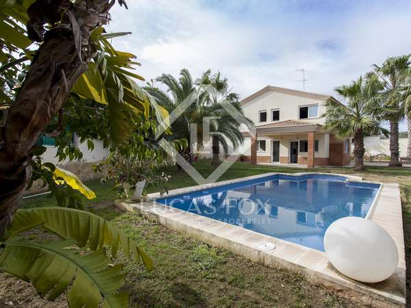 Huis / Villa van 294m² te huur met 500m² Tuin in La Eliana