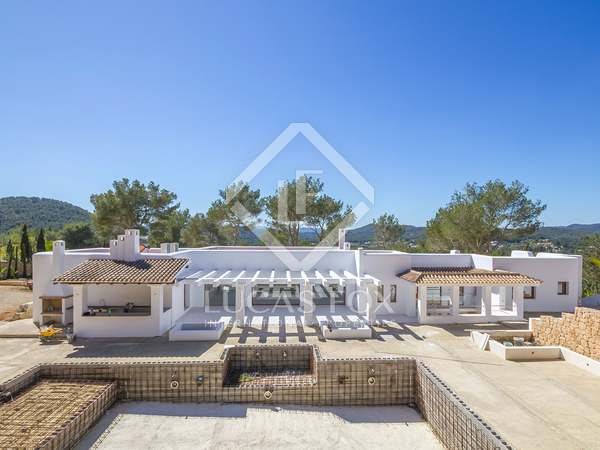 5-bedroom villa with a garden for sale near Santa Eulalia