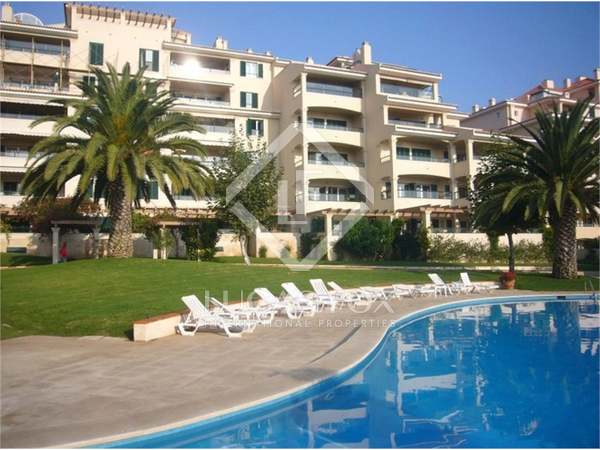 Apartment in Closed Condominium Near the Sea in Cascais