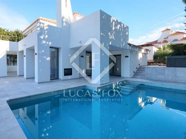 Huis / Villa van 257m² te koop met 307m² terras in Nueva Andalucía