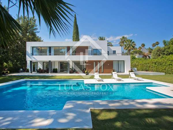 880m² House / Villa with 849m² garden for sale in Nueva Andalucía