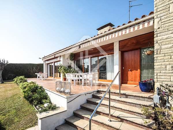 300m² House / Villa with 800m² garden for sale in Vilanova i la Geltrú