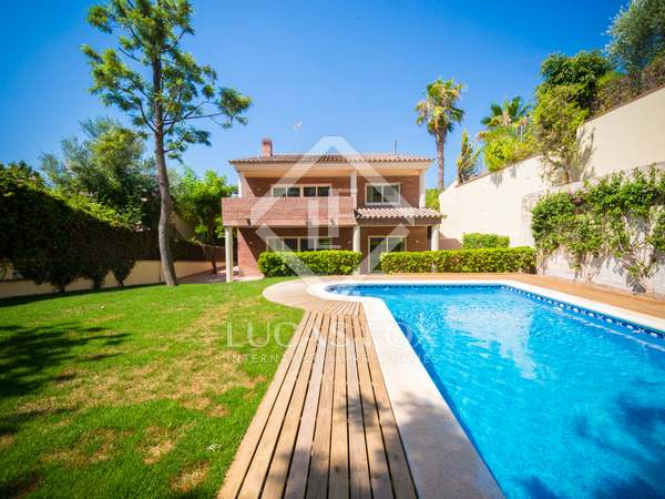 536m² House / Villa with 15m² terrace for sale in Montemar