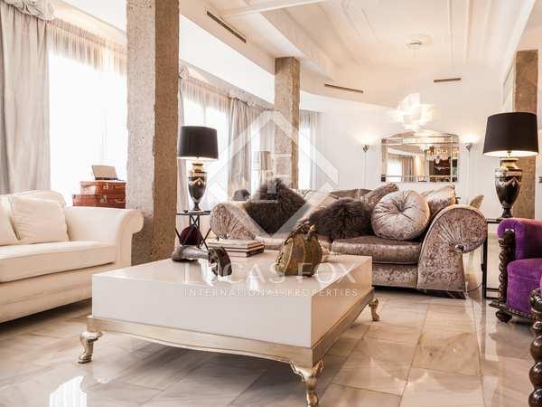 Designer apartment for sale in Eixample, near Avenida Reino