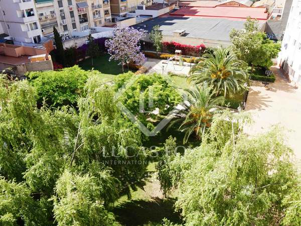 4-bedroom penthouse with a terrace for sale in Pla del Real