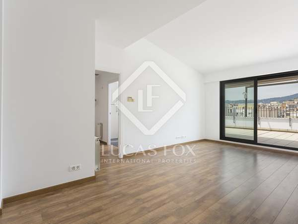 70m² Penthouse with 83m² terrace for rent in Eixample Left