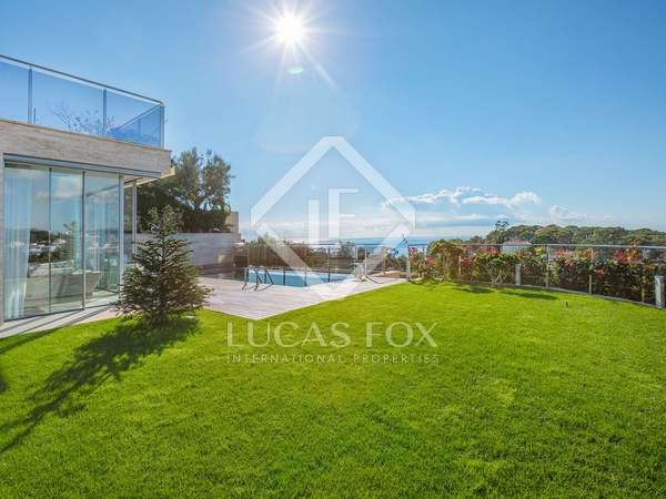 Excellent modern villa with sea views for sale in Lloret