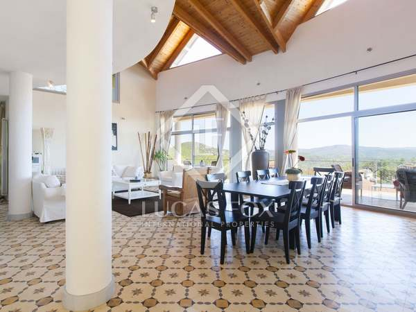 Large modern villa with seaviews to buy in Olivella