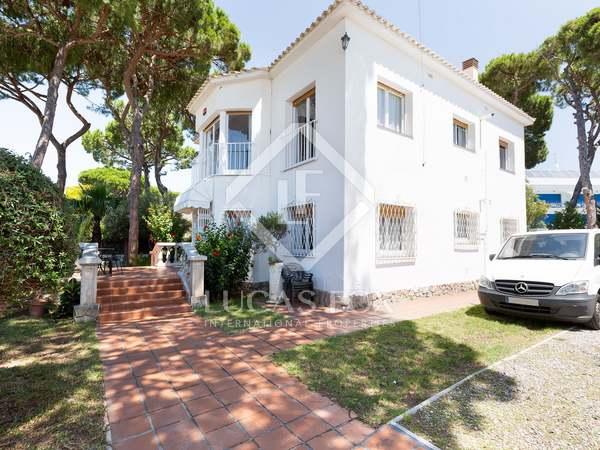 311m² House / Villa for rent in La Pineda, Barcelona