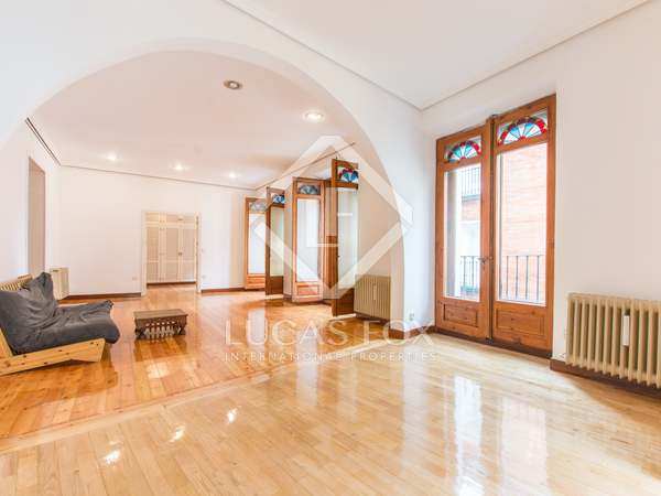 216m² Apartment for sale in Cortes / Huertas, Madrid