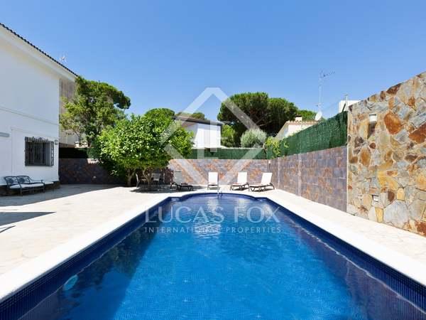268m² House / Villa for rent in La Pineda, Barcelona