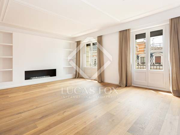 147 m² apartment with 7 m² terrace for sale in Eixample Left