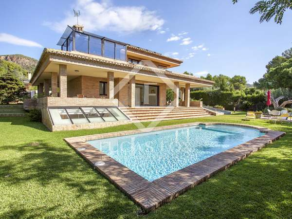 511m² House / Villa for rent in Los Monasterios, Valencia