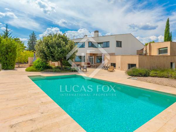600m² House / Villa for sale in Pla de l'Estany, Girona