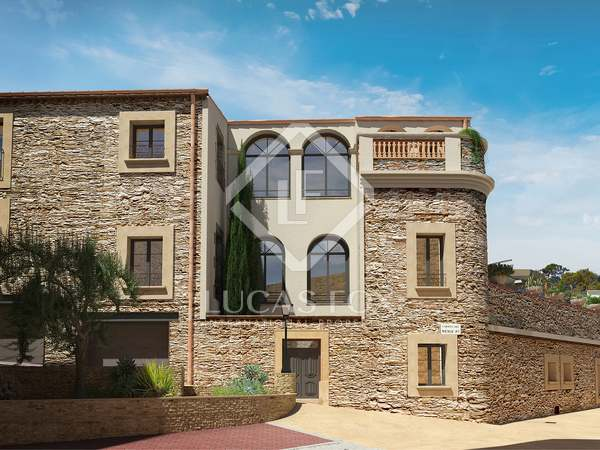691 m² villa with 250 m² garden for sale in Begur Town