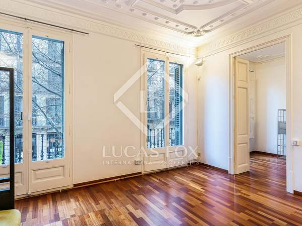 140 m² apartment with terrace for sale in Eixample Right