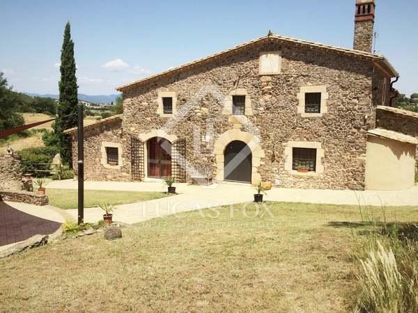 Casa rural cerca de Girona en venta.