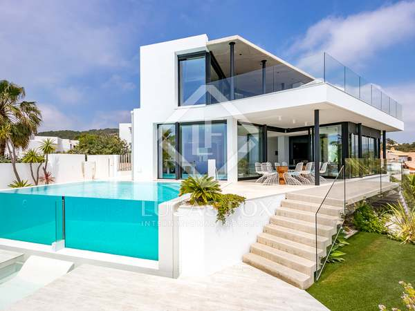 Moderna villa de diseño en venta en Sant Josep, Ibiza.