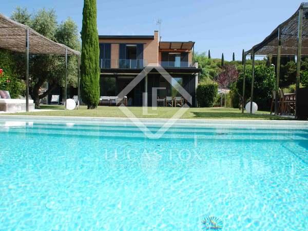 Casa / Villa di 295m² con giardino di 1,053m² in affitto a Sant Vicenç de Montalt
