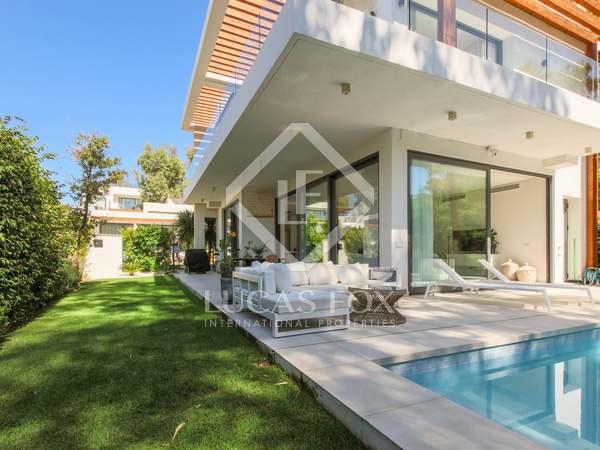 Huis / Villa van 313m² te koop met 126m² Tuin in Estepona