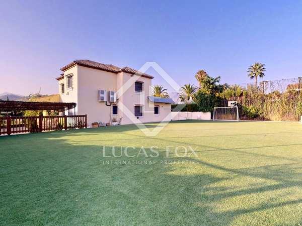 Casa / Villa de 325m² con 1,897m² de jardín en venta en Nueva Andalucía