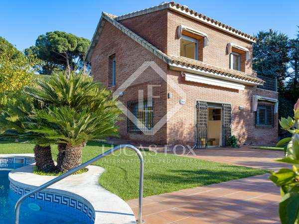 339m² House / Villa with 496m² garden for sale in Caldes d'Estrac