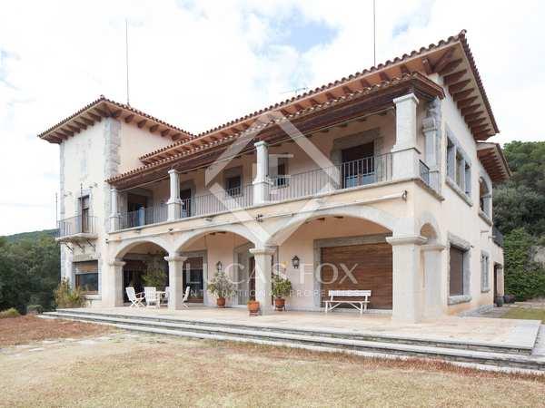 Large stone mansion for sale in Sant Andreu de Llavaneras