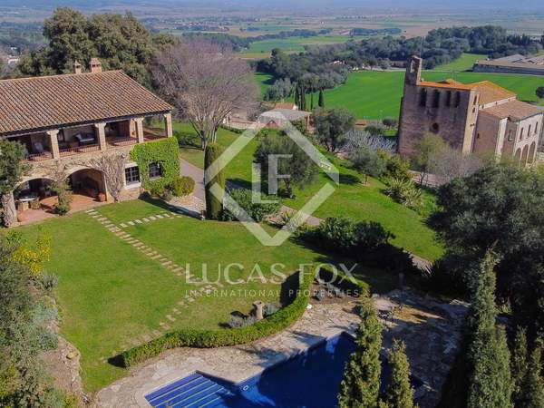 812m² Country house with 110m² terrace for sale in Baix Empordà