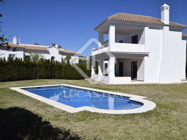 457m² House / Villa with 59m² terrace for sale in Nueva Andalucía