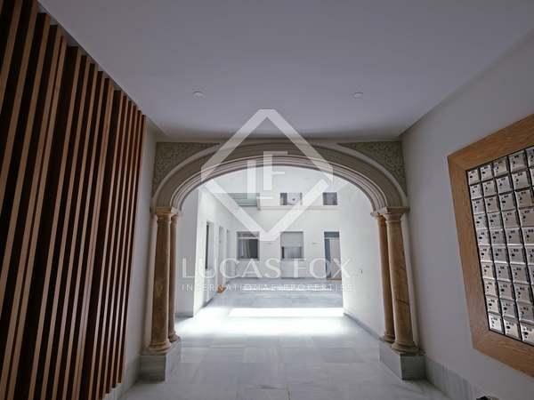 93m² Apartment for rent in Sevilla, Spain