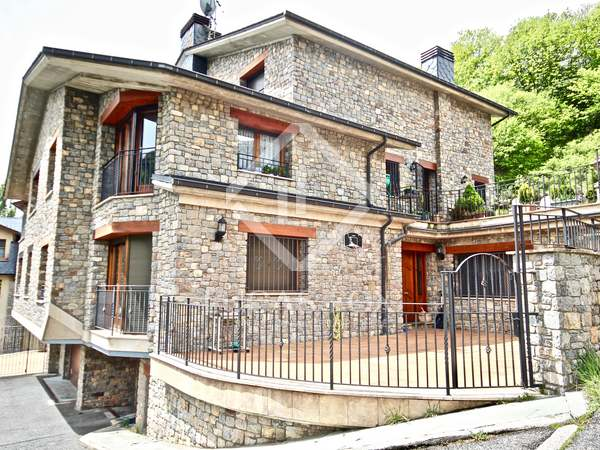 400 m² house with a 40m² terrace for sale in La Massana