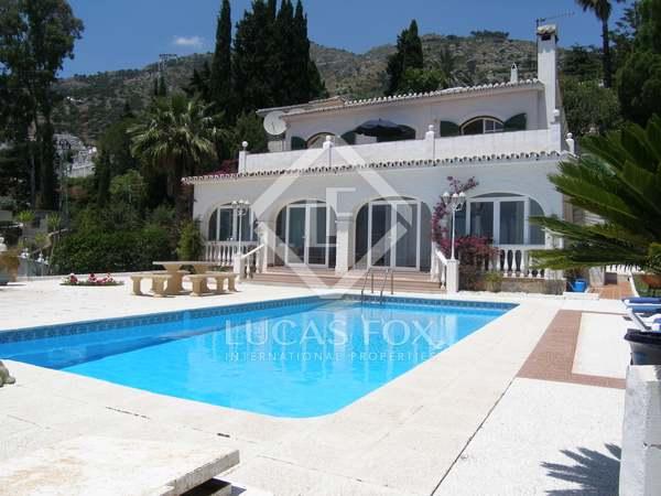 Huis / Villa van 230m² te koop met 1,000m² terras in Mijas
