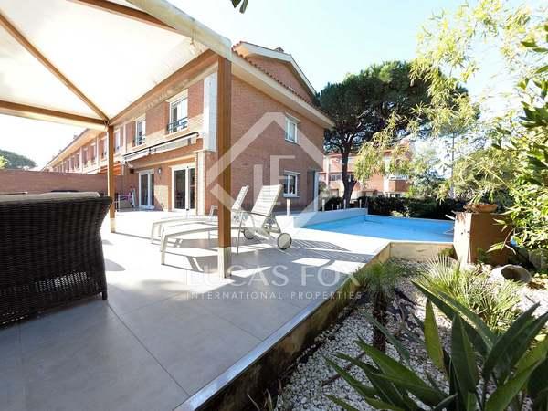 Casa de 372m² con jardín de 180m² en venta en Gavà Mar