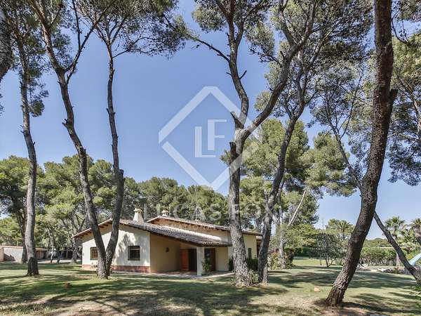 House with land, sea views for sale in Cubelles, near Sitges