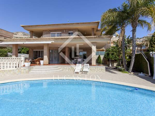 Huis / Villa van 201m² te koop met 403m² Tuin in Cullera
