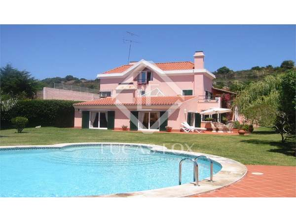 5 Bedroom Country Home With Garden and Pool in Estoril