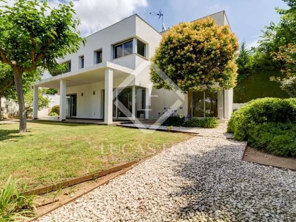 Huis / Villa van 210m² te koop met 648m² Tuin in Urb. de Llevant