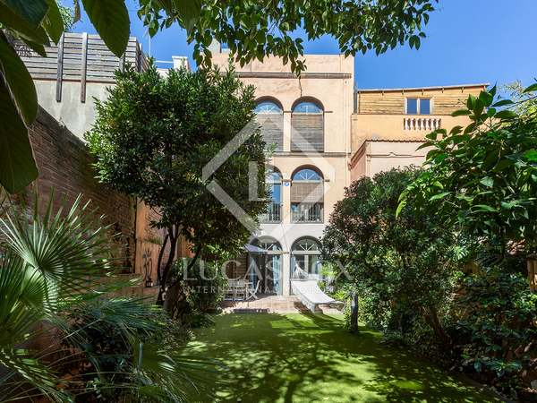 290m² House / Villa with 105m² garden for sale in Gràcia