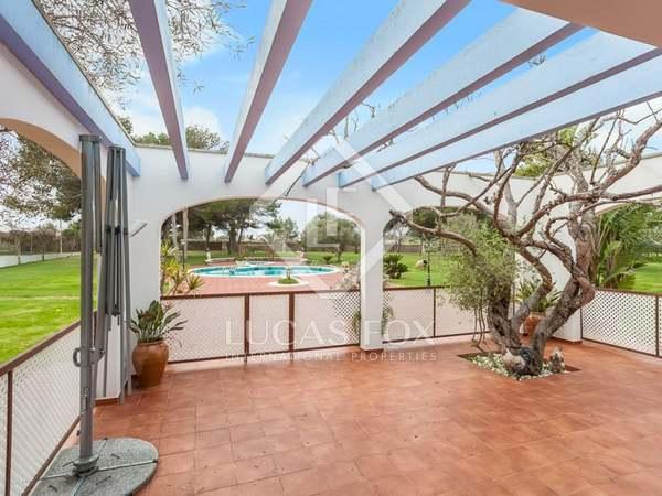 Загородный дом 450m², 49,550m² Сад на продажу в Менорка