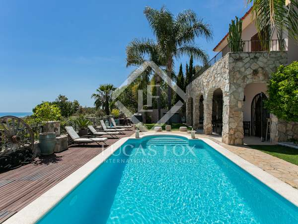 400 m² villa for sale in Levantina, Barcelona