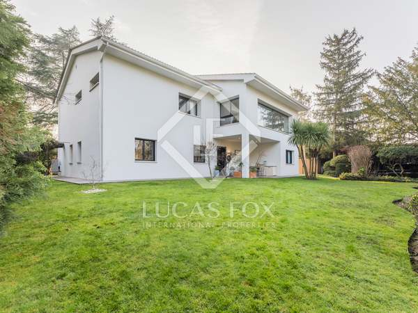 400m² House / Villa for rent in Pozuelo, Madrid