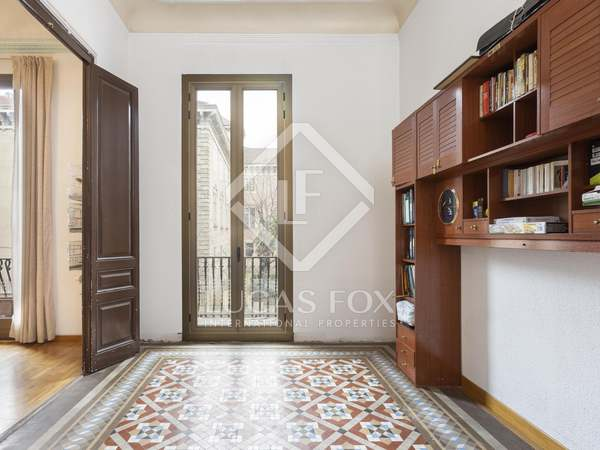 182m² Apartment with 28m² terrace for sale in Eixample Left
