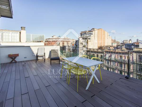 103 m² penthouse with a terrace for sale in Eixample Right