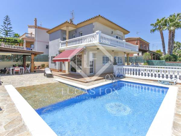 220 m² villa with garden for sale in Vilanova i la Geltrú