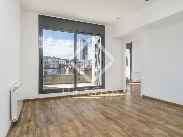 98 m² penthouse with 14 m² terrace for rent in Eixample Left